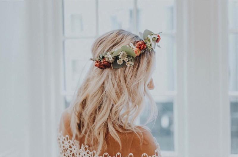 les couronnes florales sont une tendance de mariage en 2020