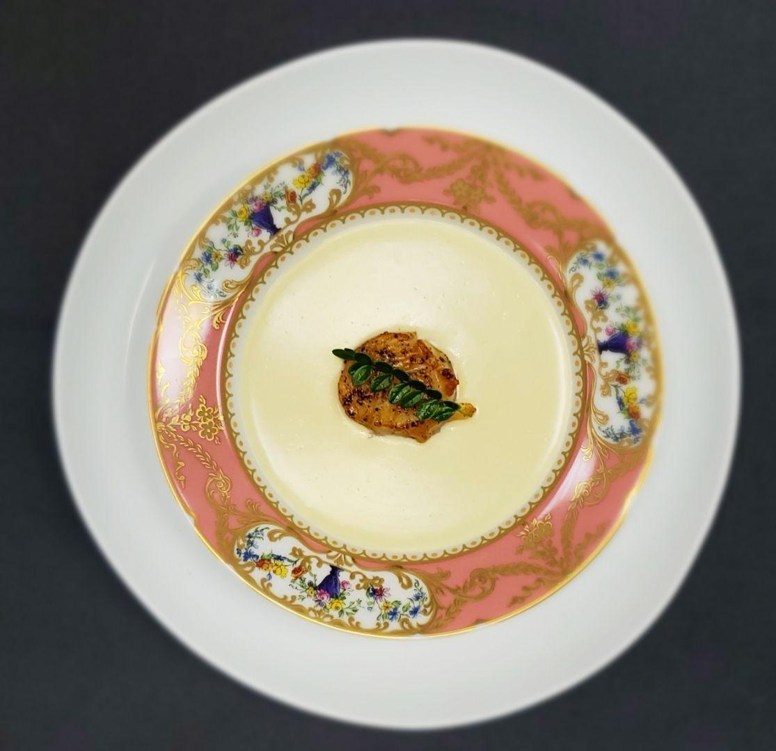 apéritif soupe brie avec pétoncles sur le dessus