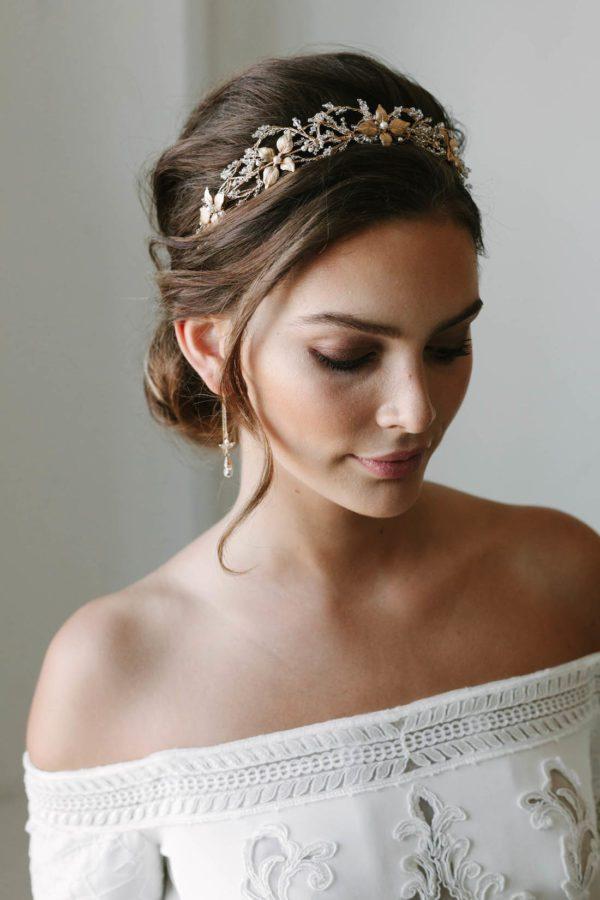 couronne de mariage en cristal rosebury 2 600x900 50 idées de mariage de génie pour vous aider à organiser le mariage le plus unique de tous les temps
