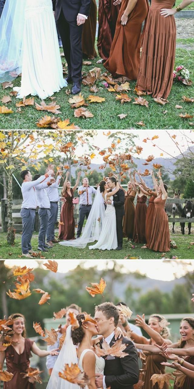 jeter des feuilles automne mariage 50 idées géniales de mariage pour vous aider à organiser le mariage le plus unique de tous les temps