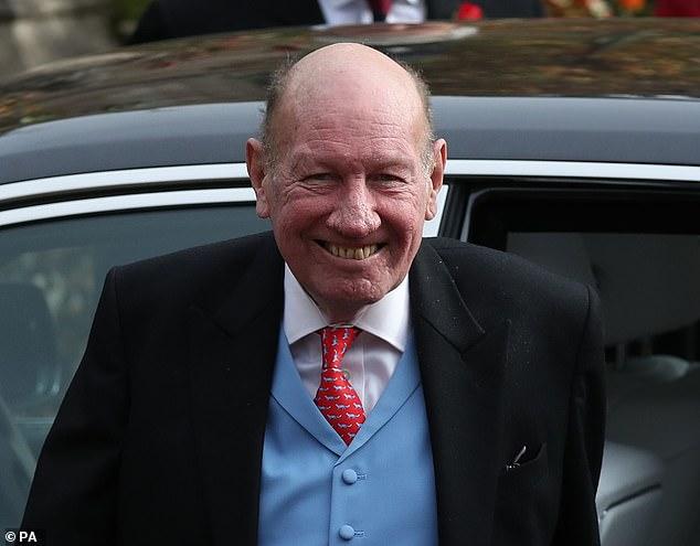 Le beau-père de la princesse Eugénie, George Brooksbank, 66 ans, a lutté contre un coronavirus potentiellement mortel et a passé cinq semaines sur un ventilateur, la famille ayant dit `` s'attendre au pire '' (photo, lors du mariage royal en octobre 2018)