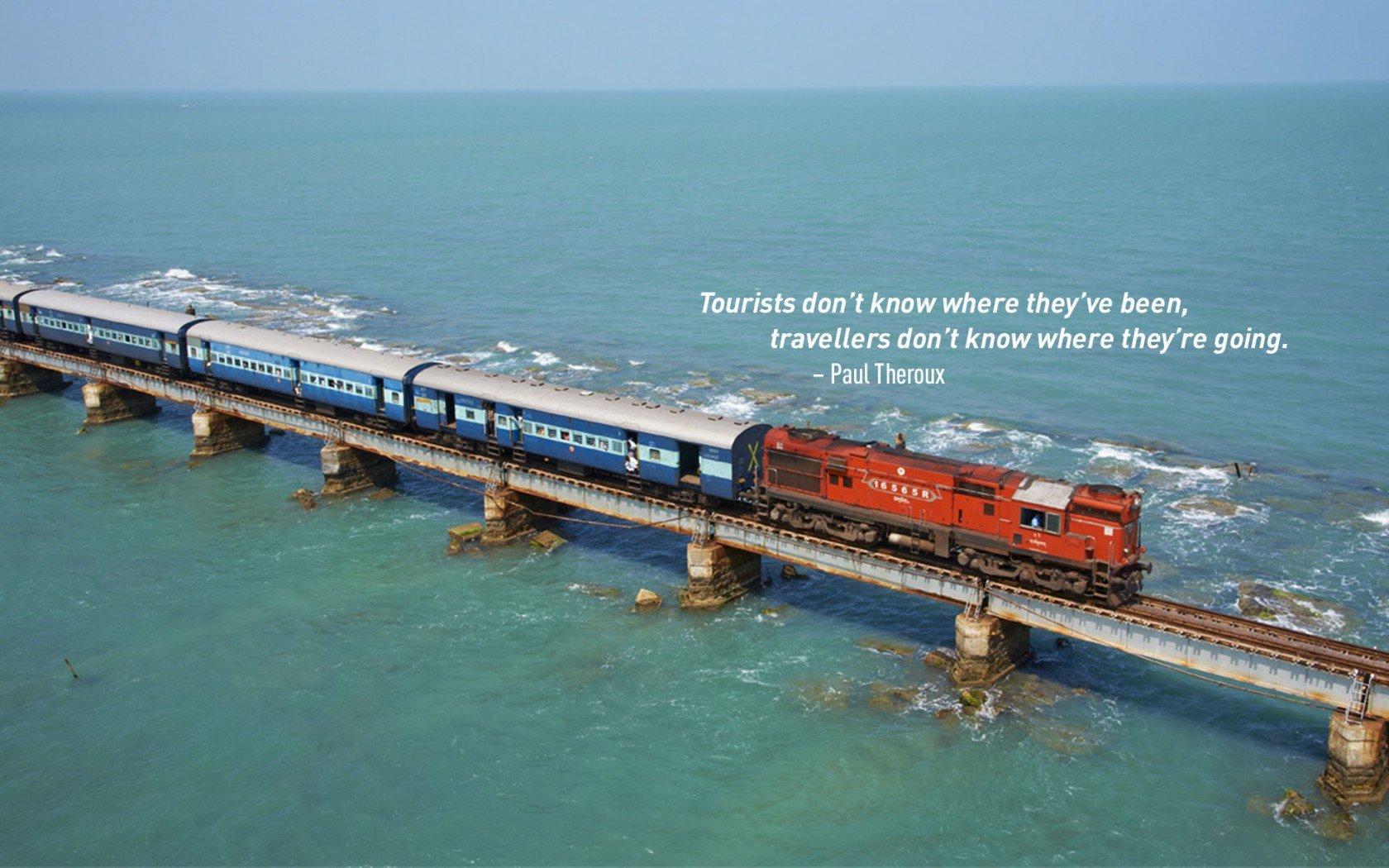 Citation de voyage de Paul Theroux. Train rétro traversant le pont de la mer étroite.