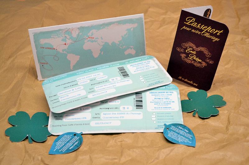 Invitation de mariage d'avion bon marché pour le voyage avec une invitation de billet d'avion et une invitation de passeport