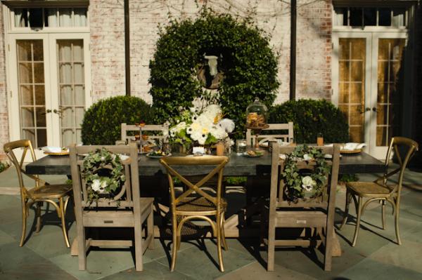 Table d'extérieur en bois et or