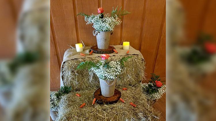 Arrangement floral sur le thème de mariage champêtre avec des fusils de chasse | Guide de la mariée: 6 idées de thèmes de mariage champêtre vintage dès le ranch! | Ranch de la rivière Westgate
