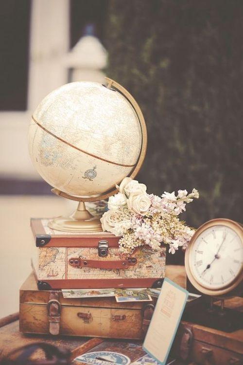 """décoration de mariage sur le thème du voyage """"width ="""" 500 """"height ="""" 750 """"srcset ="""" https://www.mariee.fr/wp-content/uploads/2016/06/mcommemadamecom-deco-mariage-voyage-. jpg 500w, https://www.mariee.fr/wp-content/uploads/2016/06/mcommemadamecom-deco-mariage-voyage--200x300.jpg 200w, https://www.mariee.fr/wp-content /uploads/2016/06/mcommemadamecom-deco-mariage-voyage--280x420.jpg 280w """"data-lazy-tailles ="""" (largeur max: 500px) 100vw, 500px"""