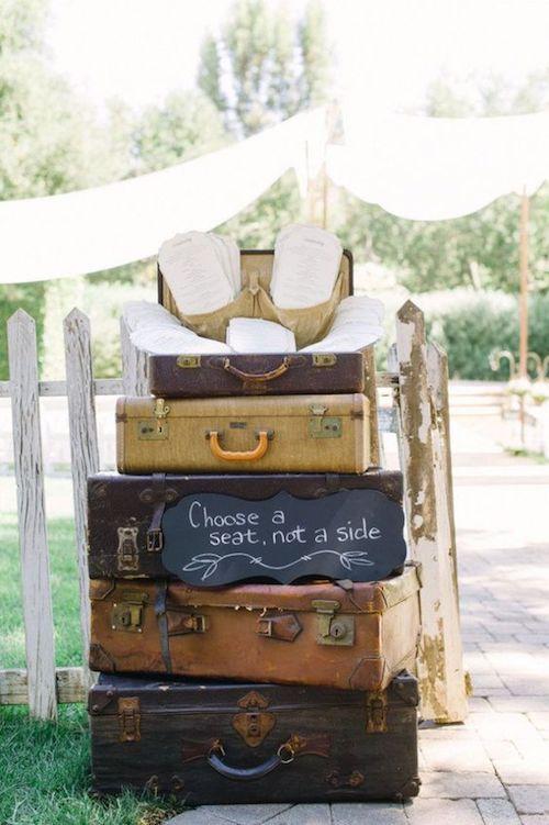 """décoration de mariage sur le thème du voyage """"width ="""" 500 """"height ="""" 751 """"srcset ="""" https://forever-decorationsdemariage.com/wp-content/uploads/2020/06/1590985038_805_Idées-de-voyage-pour-votre-mariage.jpg 500w, https://www.mariee.fr/wp-content/uploads/2016/06/valise-deco-mariage-pinterest-200x300.jpg 200w, https://www.mariee.fr/wp-content/uploads /2016/06/valise-deco-mariage-pinterest-280x420.jpg 280w """"data-lazy-tailles ="""" (largeur max: 500px) 100vw, 500px"""