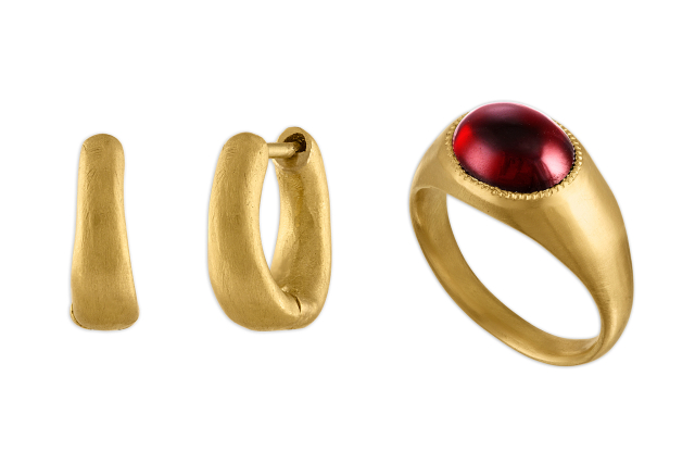 Bijoux par Prounis qui s'est vendu pendant le verrouillage.