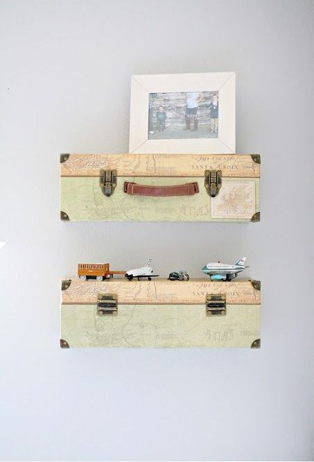 les étagères à valises seront parfaites pour n'importe quelle pièce, et vous pouvez y ajouter vos photos de voyage