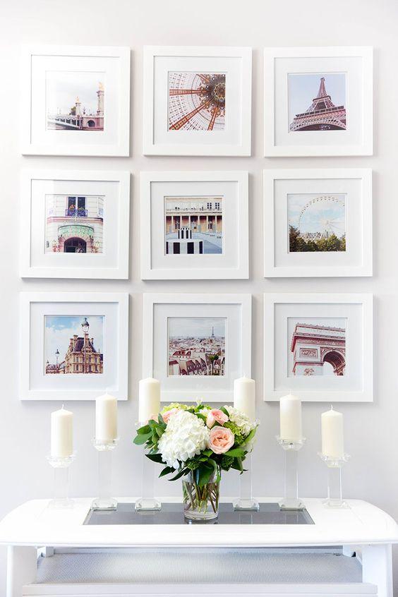 mur de galerie de photos lumineux et doux avec des photos de voyages, toutes dans des cadres blancs et de la même taille