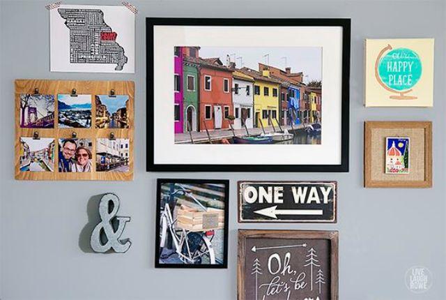 un mur de galerie dédié au voyage préféré avec la carte et les photos