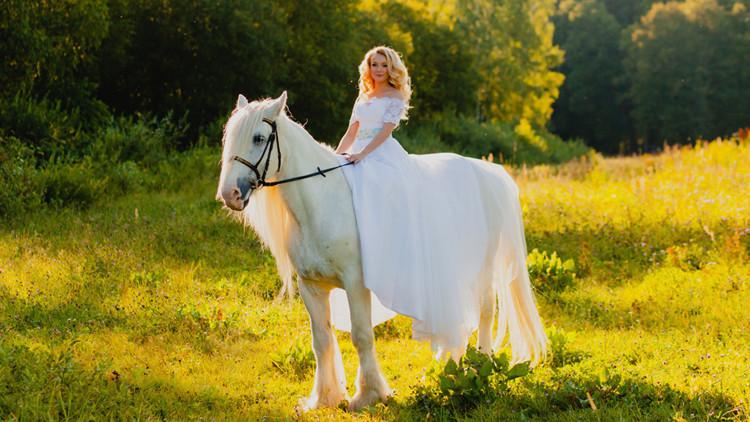 Mariée à cheval | Guide de la mariée: 6 idées de thèmes de mariage champêtre vintage dès le ranch! | Ranch de la rivière Westgate